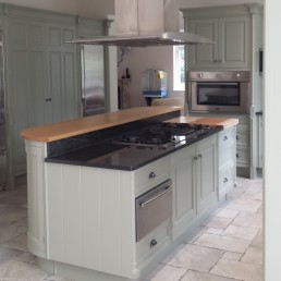 Beautifully sprayed kitchen by Kdec